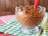 Десерт мус с авокадо, мед, какао и кисело мляко в чаша